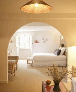 room-honeymoon-wedding-provence-luberon-hotel-moulin-beaumier-lourmarin