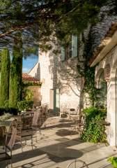restaurant-terrace-luberon-provence-gastronomy-hotel-capelongue-beaumier-bonnieux