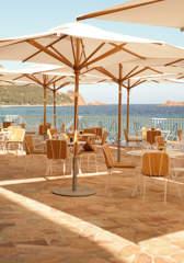 sea-parasol-umbrella-deckchair-beach-restaurant-riviera-hotel-roches-rouges-beaumier-saint-raphael