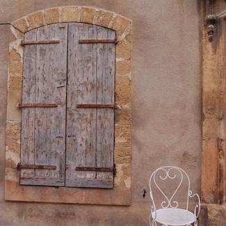 porte-chaise-authentique-provence-village-luberon-beaumier-lourmarin