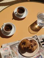 petit-dejeuner-cafe-journal-patisserie-provence-luberon-lourmarin-hotel-moulin-beaumier