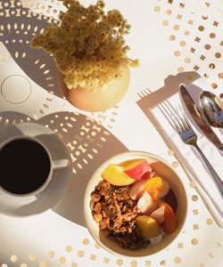 petit-dejeuner-granola-fruits-provence-luberon-lourmarin-hotel-moulin-beaumier